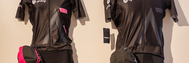 Medium community cyclingwear